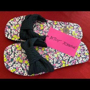 NWT, Betsey Johnson black & floral Knot Slide